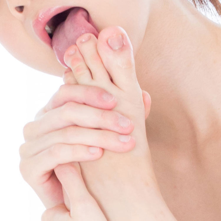 Japanese AV Idol Anna Matsuda nude uncensored toe licking close-up selected by sensual lips. From a video and photo shooting at Legs Japan.