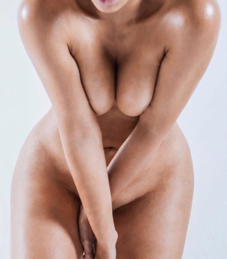 Kim Kardashian West full nude on instagram.