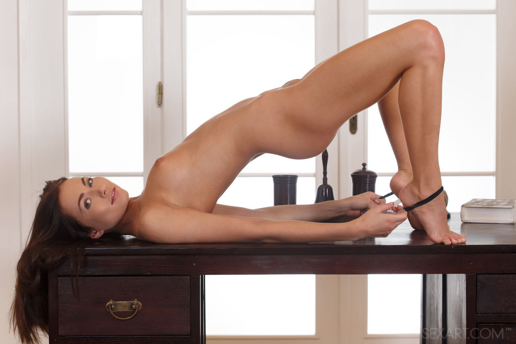 ASYZYN with Michaela Isizzu - SexArt
