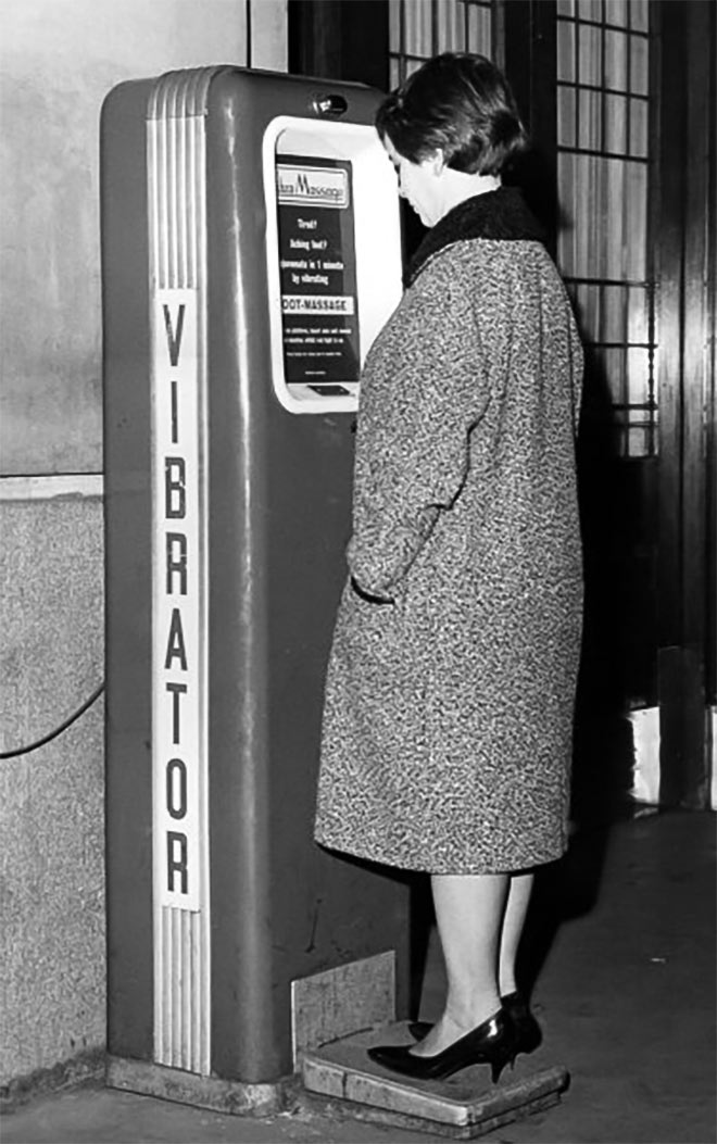 Girl using a public vibrator at the Waterloo Station, London. Image credit: imago/United Archives International