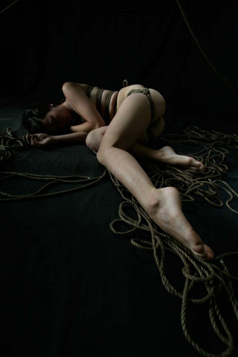 Misungui, nude in shibari (Kinbaku), japanese rope bondage, Photo and rope by Daniel Nguyen.