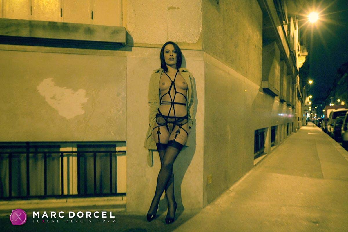 Luxure l'epouse parfaite, the perfect wife, a video from marc dorcel studios. Nikita Bellucci nude in public.