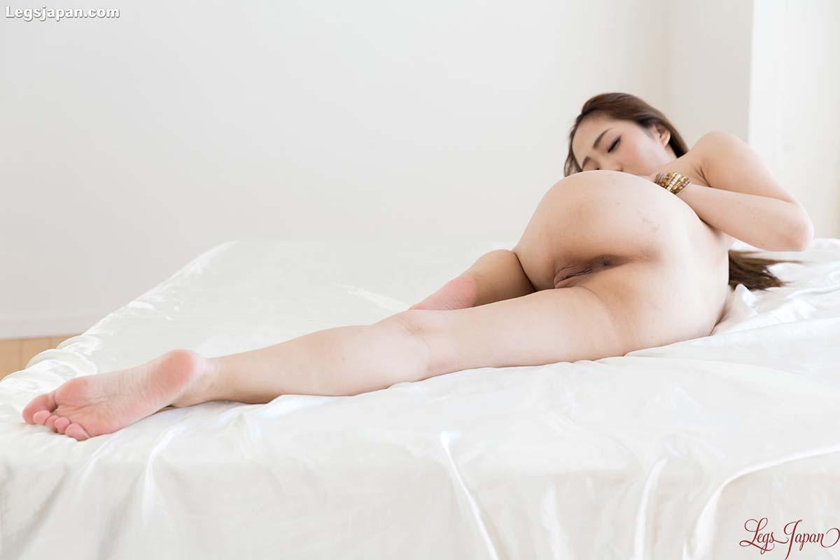 Legs Japan Juri Kisaragi nude and uncensored Japanese Foot and Leg Fetish at LegsJapan.