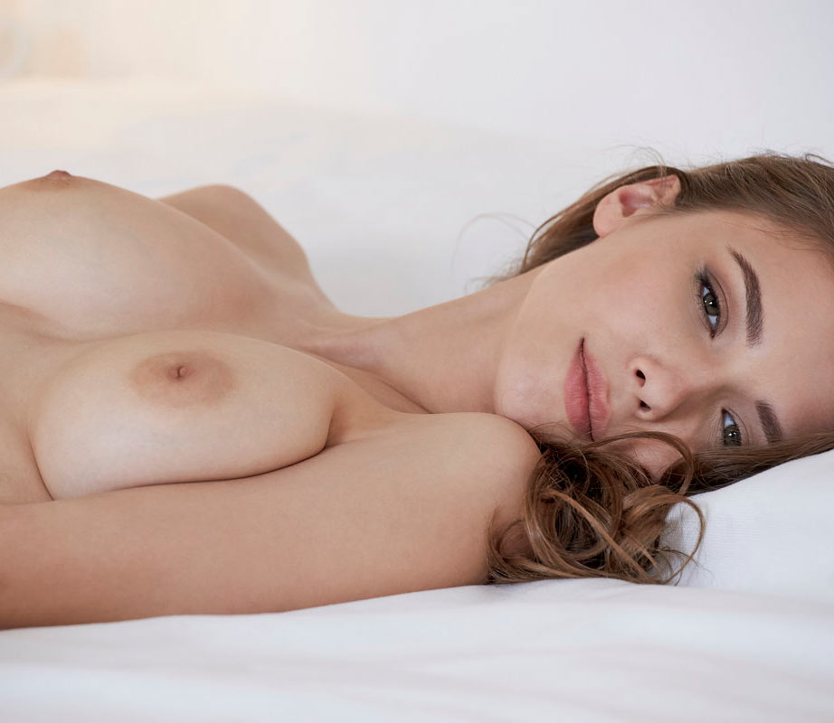 Mila Azul nude, masturbating in Virtual Girlfriend at x-art