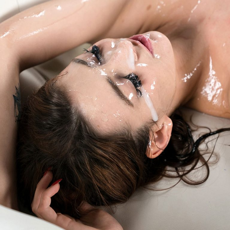 Czech Girl Japanese Bukkake.Tera Link is nude in an uncensored video at SpermMania.