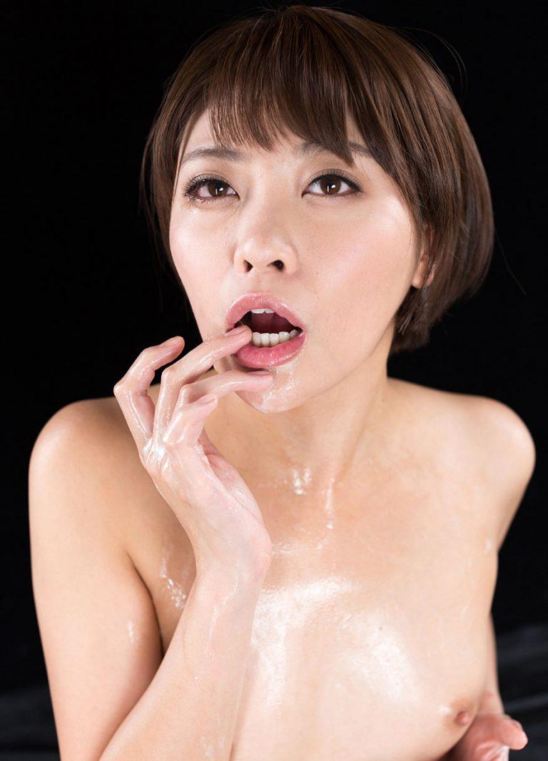 Mai Miori nude and uncensored in the SpermMania video Mai Miori's Cum Covered Group Handjob.