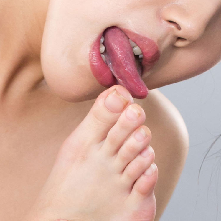 Japanese AV Idol Rio Kamimoto nude uncensored toe licking close-up selected by sensual lips. From a video and photo shooting at Legs Japan.