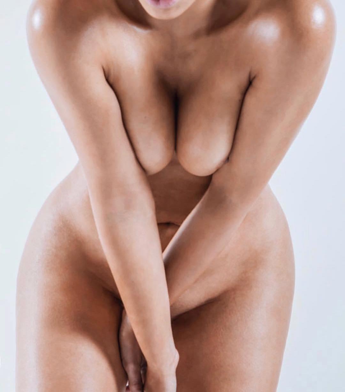 Kim Kardashian West full nude on instagram.