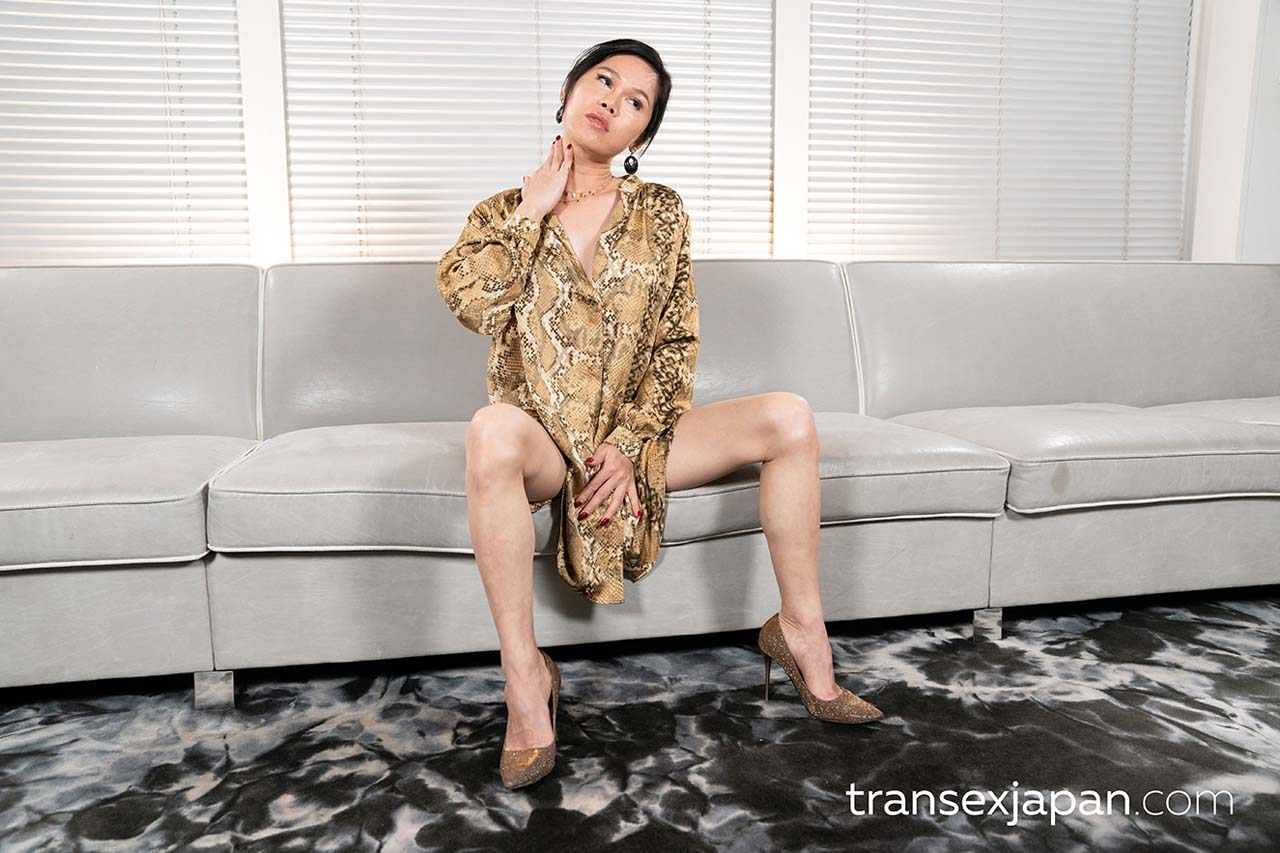 Uncensored Shemale porn with a nude Chinese Newhalf Girl from China.