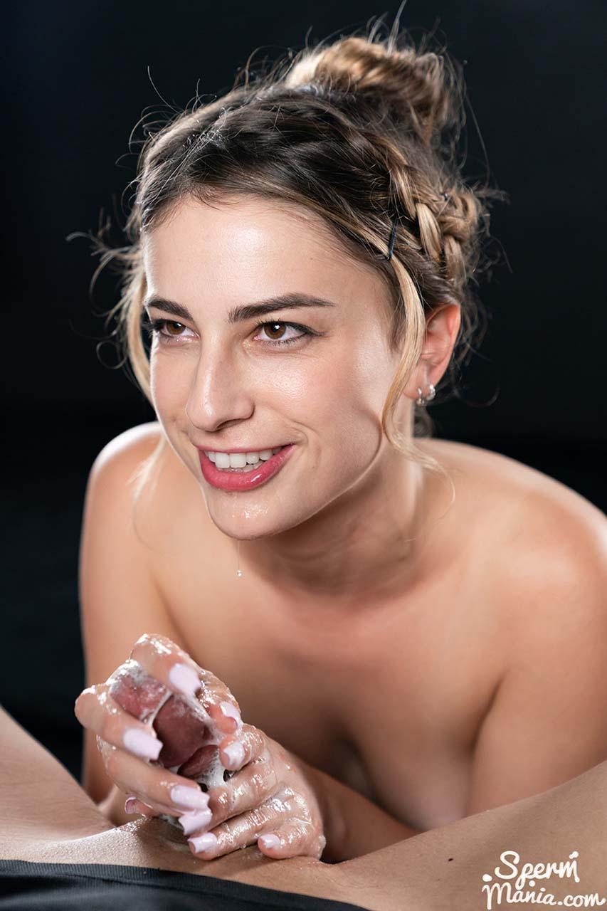 Kristen Scott Cum Handjob in the uncensored SpermMania video